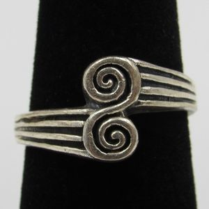 Vintage Size 7.25 Sterling Unique Swirl Ring